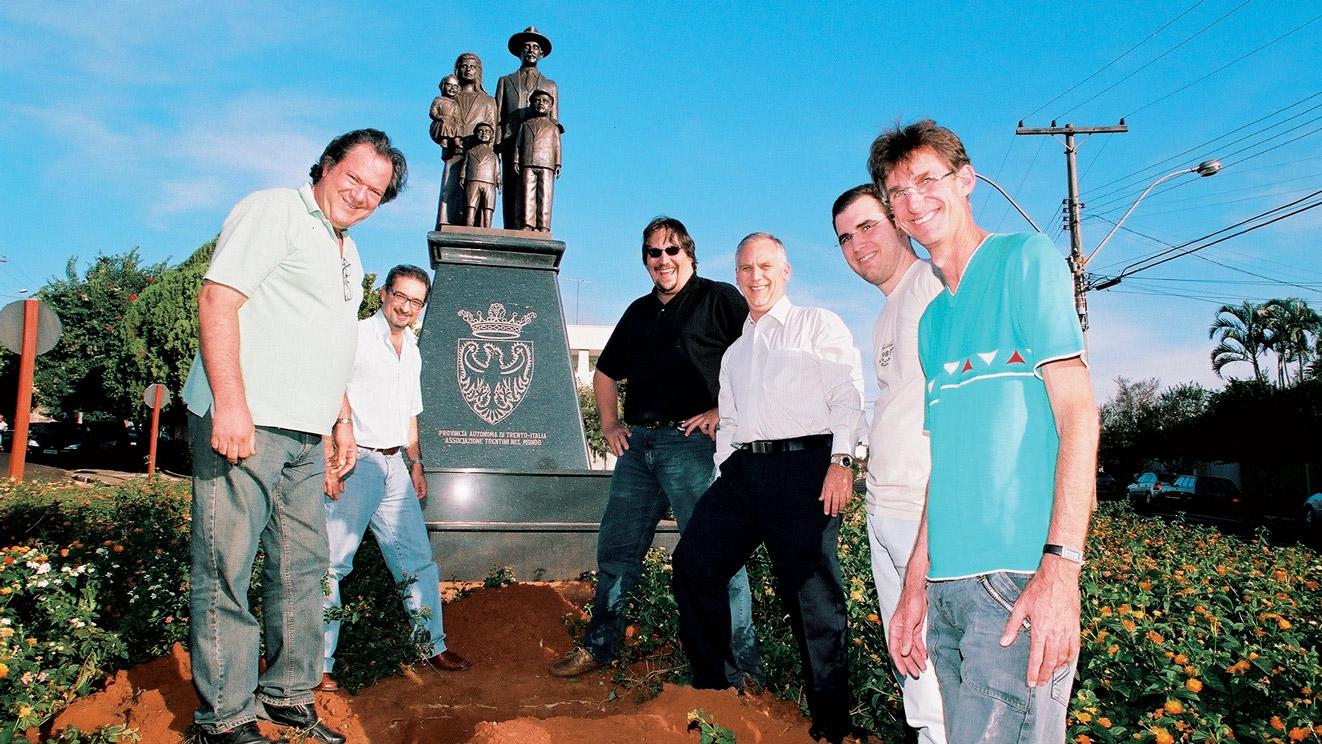 2007 ai piedi del Monumento viene interrata una cassetta con dei documenti per essere riaperta dai posteri, fra 100 anni