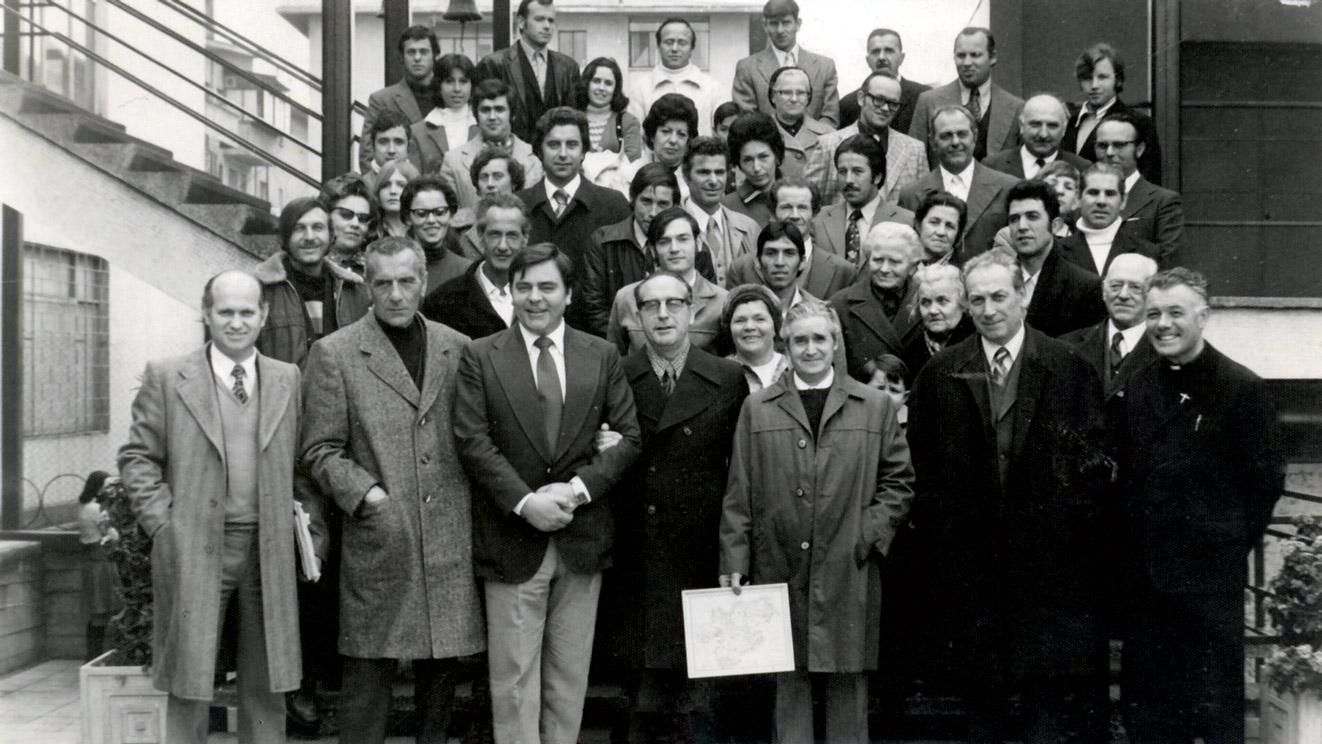 1975 davanti alla Parrocchia italiana