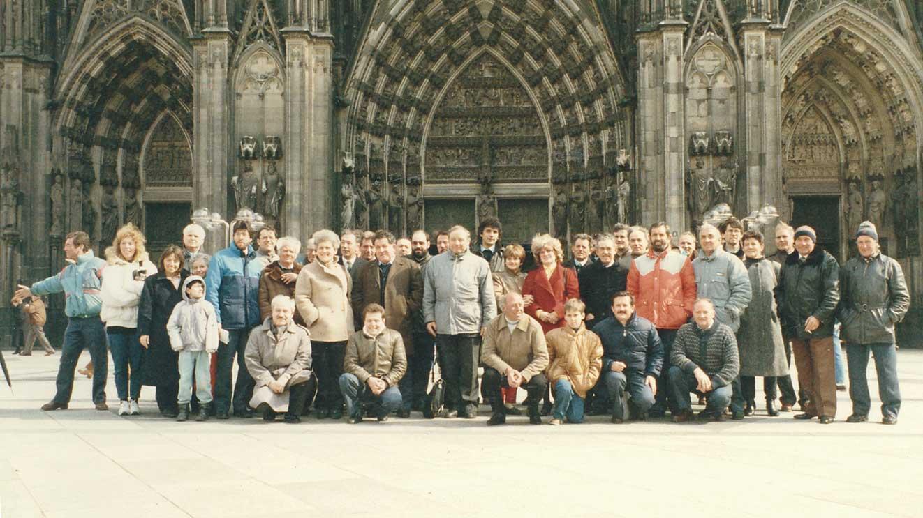 Soci del Circolo e Coro Cornet davanti alla Cattedrale di Colonia